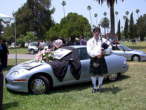 Who Killed the Electric Car? - The film features the symbolic EV1 funeral held at Hollywood Forever Cemetery as a protest to General Motors' decision to terminate all EV1 leases and crush the electric cars.