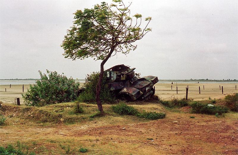 File:Elephant Pass rusting tank.jpg