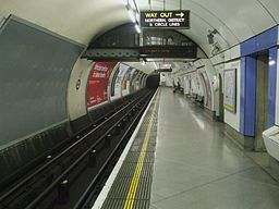 Embankment station Bakerloo southbound look north