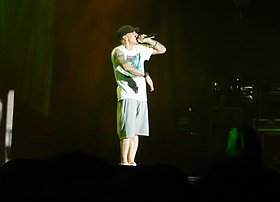 Eminem onstate in T-shirt, shorts and baseball cap