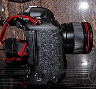 Canon EOS-1D Mark III - Image: Eos 1D Mark III Right Side