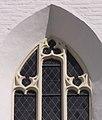 Ergolding Kirche Sankt Peter Fenstermaßwerk.jpg