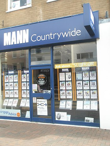 English: Estate agents in Gosport High Street (1)