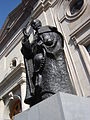 Estatua del Cardenal José María Caro frente a Catedral Metropolitana, 2006.jpg