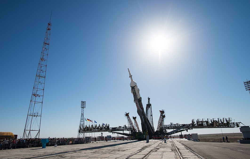 Expedition 56 Soyuz Rollout (NHQ201806040031).jpg
