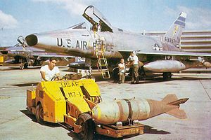 M117 bomb - An F-100D of the 308th TFS, being loaded with Mk 117 750 lb bombs at Tuy Hoa, South Vietnam, in early 1966.