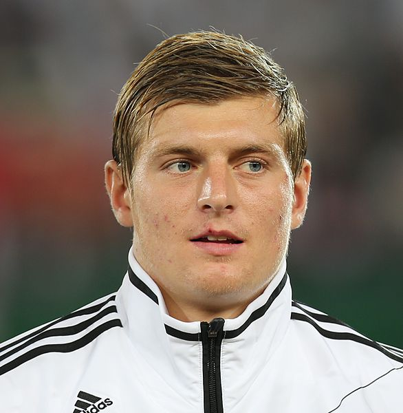 Bayern Munich midfielder Toni Kroos has admitted he would still be interested in a move to Manchester United even without European football.