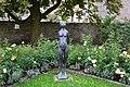 Feuchtwangen, Figur Stehendes Mädchen 01.jpg