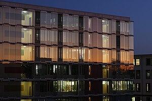 Frankfurt University of Applied Sciences - The new main building at dusk