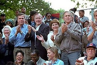 Bush family - Barbara Bush, Jeb Bush, George H. W. Bush, Laura Bush, George W. Bush and Hall of Fame pitcher Bob Feller watch tee ball on the White House lawn