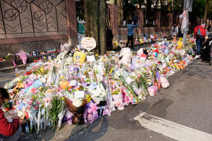 Floral Tributes for Victim on Sidewalk of Lane 9, Section 1, Huanshan Road, Neihu District, Taipei 20160330a.jpg