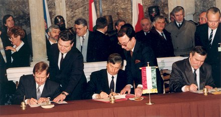 Jozsef Antall (middle) represented Hungary in the Visegrad Group signing ceremony in February 1991, instead of Goncz Foundation of the Visegrad Group.tiff