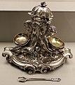 François-thomas germain, servito di re giuseppe I del portogallo, portavivande, parigi 1756-65, argento 05 portaspezie con cucchiaino.jpg