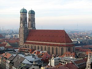 Frauenkirche München as seen from St. Peter.jpg