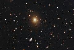 [Obrazek: 240px-Galaxy_Cluster_Abell_2261.jpg]