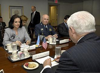 Nilda Garré - Garré meets with U.S. Defense Secretary Robert Gates at the Pentagon