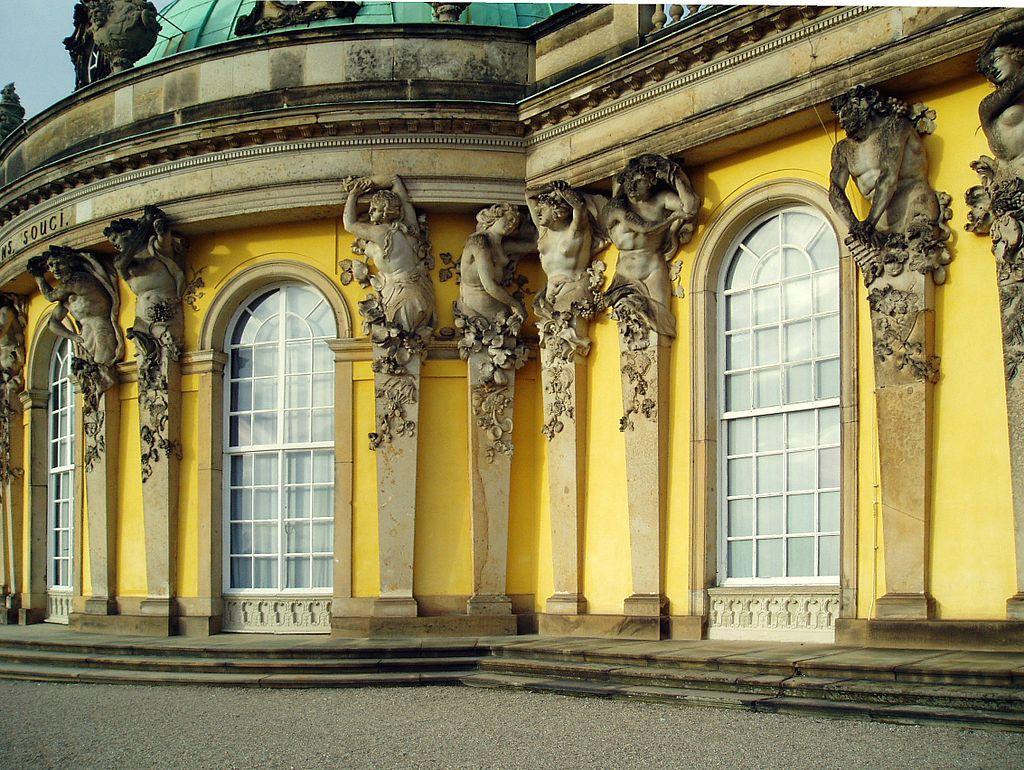 Weltkulturerbe Schloss Sanssouci in Potsdam (Gartenseite). Welterbe in Brandenburg