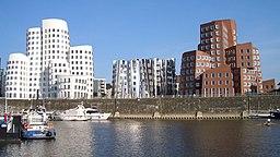 Gehry photo office buildings river bank façade 01 Düsseldorf Germany 2005 07 27