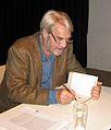 Gerd Ruge Lesung Langeau Pfleghofsaal 2008 signieren.jpg