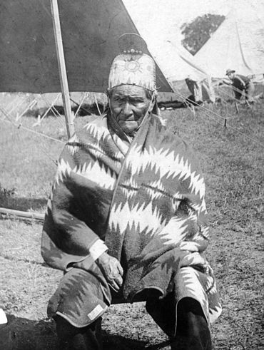 File:Geronimo, as US prisoner.jpg