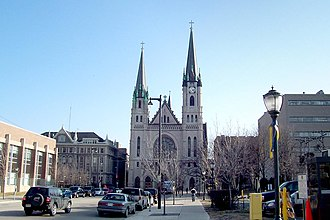 Gesu Church (Milwaukee, Wisconsin) - Image: Gesu Church, street