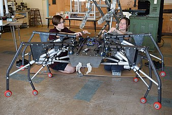 Giant 7ft wide robotic spider by MRISAR.jpg