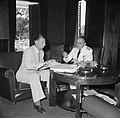 Gouverneur Klaasesz (rechts) in gesprek met een ambtenaar bij de voorbereiding v, Bestanddeelnr 252-2503.jpg