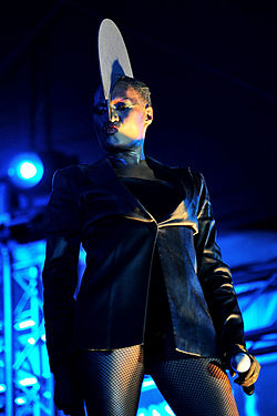 Grace Jones @ Fremantle Park (17 4 2011) (5648209419).jpg