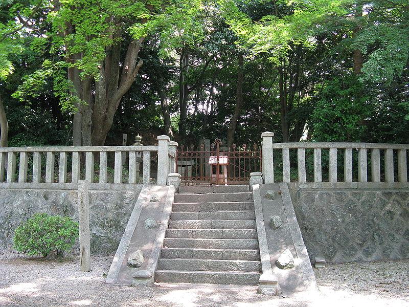 File:Grave of Onono Imoko1.jpg