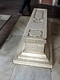 Graveyards in in of tomb of Humayun 04.jpg