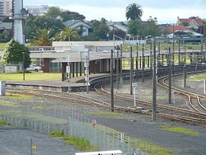 Hamilton Railway Station, New Zealand - Hamilton station from Massey Hall bridge, showing the NIMT platform (right) and ECMT (left). In 2006 the station still had the long canopy over the platforms