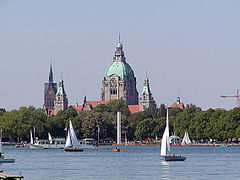 Hannover Maschsee Neues Rathaus 2007 by-RaBoe.jpg