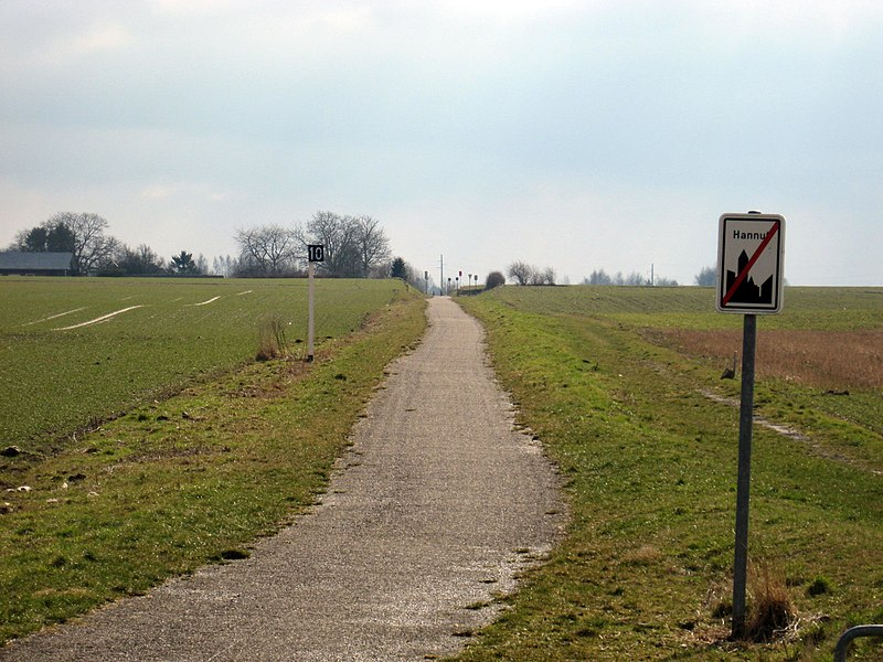 Ex railwayline 127 converted into a bicycle path to the South of Hannut.