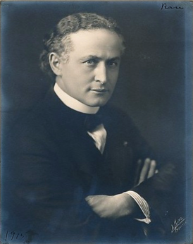 Harry Houdini by LaPine Studios, 1915.png