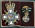 Hausorden von Hohenzollern, Ritterkreuz mit Schwertern, MDLA.jpg