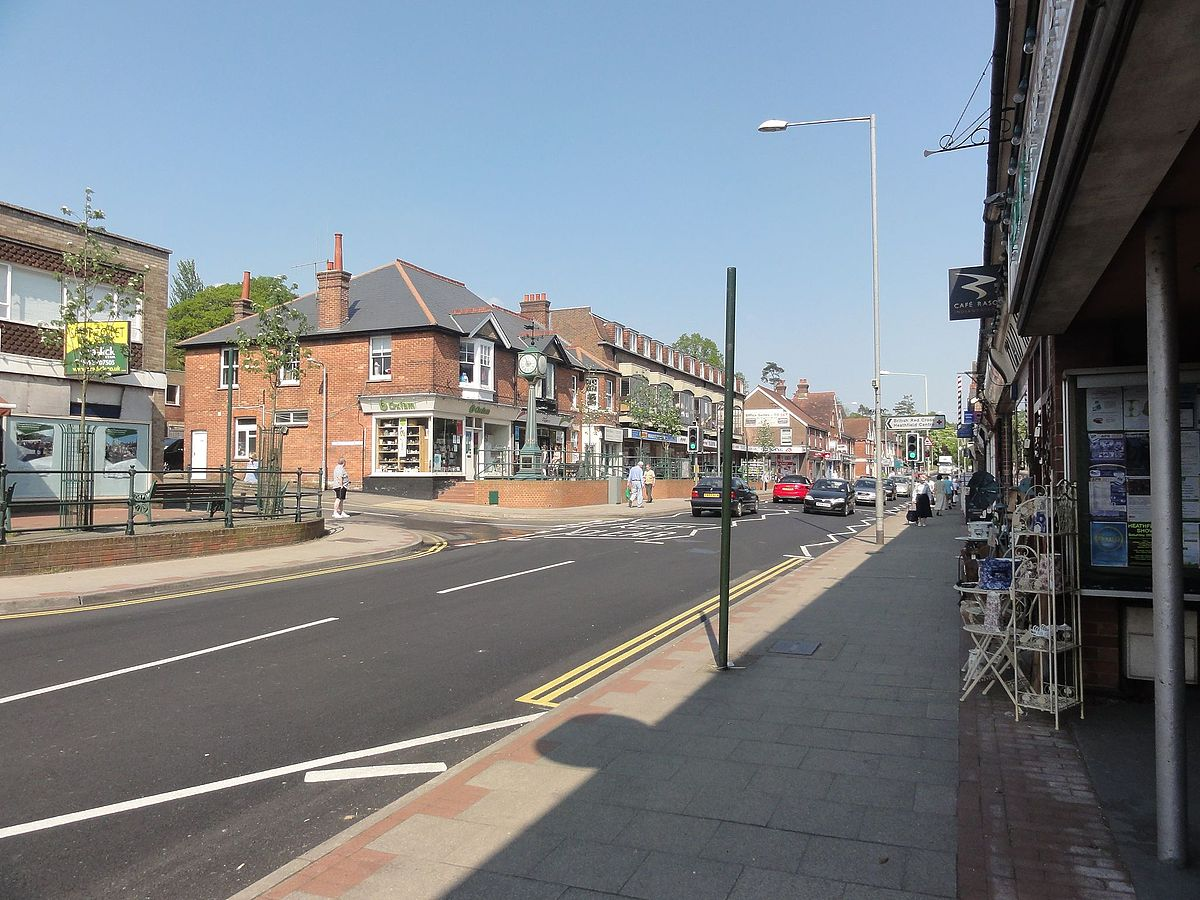 High Street in Heathfield, East Sussex.jpg