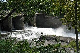 Mooney's Bay Park - The bridge and dam at Hog's Back.