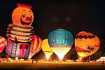 Hot air balloons at night (4580152306).jpg