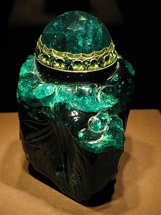 Unguentarium - Unguentarium carved from a 2860-carat Columbian emerald, Habsburg-Lorraine Household Treasure,  Imperial Treasury, Vienna.