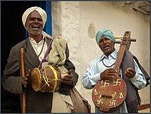 Terre Nouvelle dans Nouvelle TERRE 220px-Indian_village_musicians