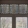 Interieur, aanzicht glas-in-loodraam - 's-Gravenhage - 20367499 - RCE.jpg