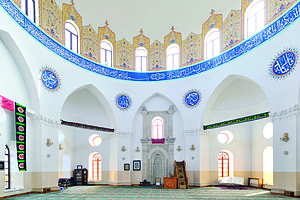 Interior of Friday mosque of Buzovna, Azerbaijan.jpg