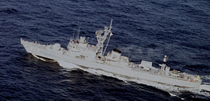 JS Tokachi (DE-218) in the Sea of Japan, -21 Dec. 1987 b.jpg