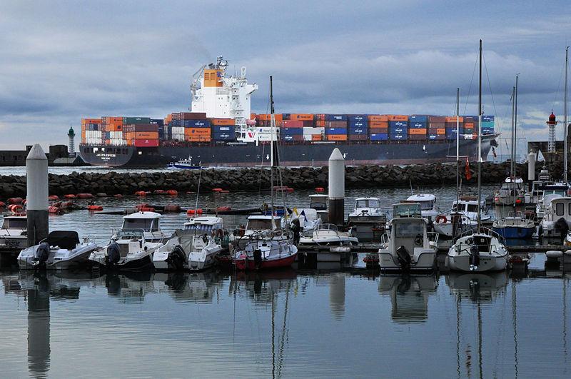 File:Jakarta Express leaving port of Le Havre, 2014.jpg