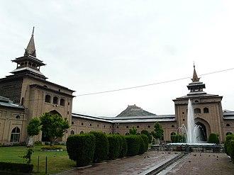 Jamia Masjid, Srinagar - The courtyard of the Jama Masjid, Srinagar. Hari Parbat is visible in the background.