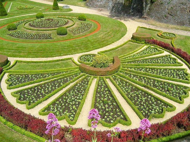 [Image: 800px-Jardin_des_douves-Château_d%27Angers.JPG]