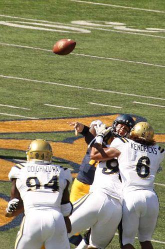 Jared Goff - Goff throws under pressure against UCLA in 2014
