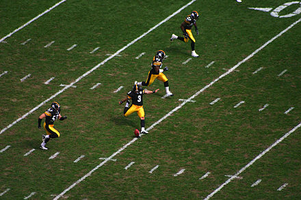 Kicker Jeff Reed of the Pittsburgh Steelers executes a kickoff Jeff Reed kickoff 2006.jpg