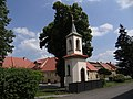 Jeneč - kaple se zvoničkou (2).jpg