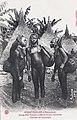 Jeunes filles Yakoma ornées de fausses chevelures.jpg